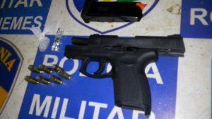 pm-prende-adolescente-e-localiza-arma-roubada-em-assalto-a-casa-de-policial-civil562x392_38081aicitonp1b38avb0ircu1i5i1q1aoid1lui1